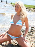 blonde-alexis-angel-gives-a-sweet-smile-while-posing-in-bikini-on-the-beach