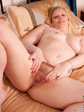 naked-middle-aged-blonde-spreads-her-pussy-and-plays-with-dildo-in-the-middle-of-her-bed