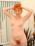 redhair-milf-in-black-underwear-spreads-her-natural-pussy-wide-open-on-camera