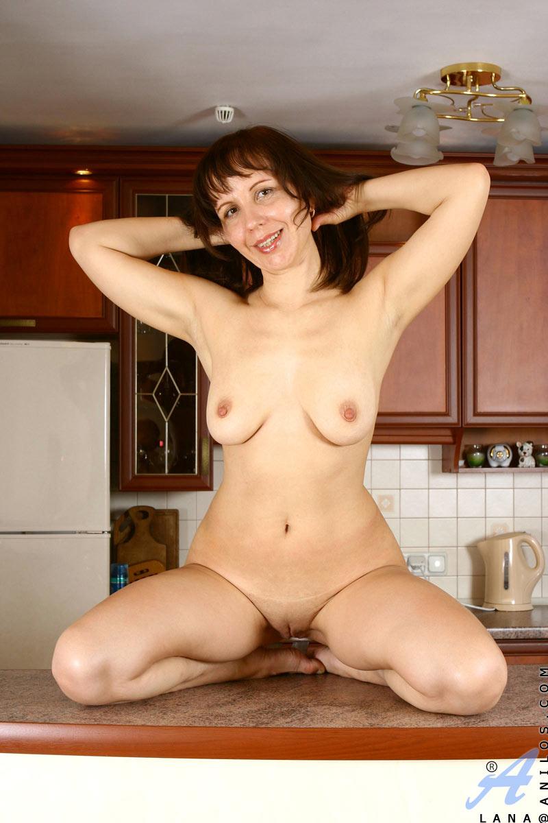 nude-shameless-older-women
