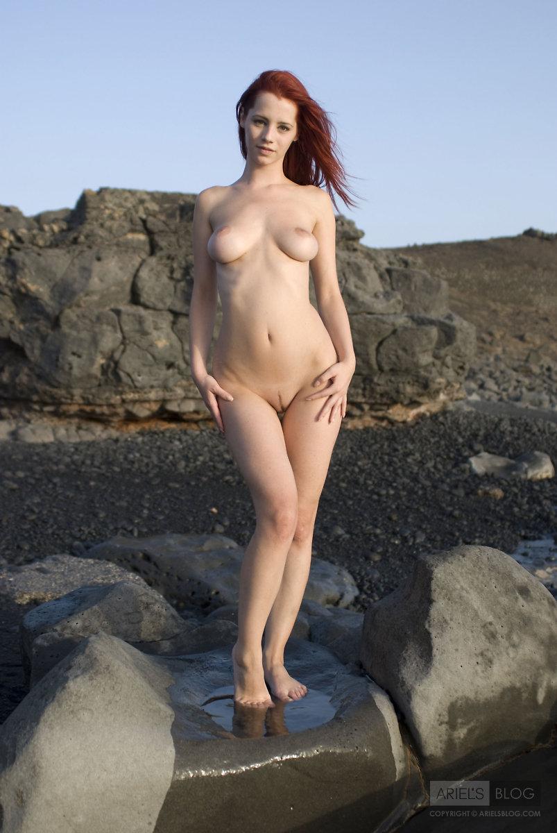 busty-naked-mermaid