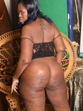 fat-black-woman-shows-off-her-big-sexy-ass-and-touches-her-smoothly-shaved-brown-snatch