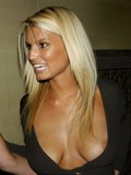 adorably-sexy-celebrity-jessica-simpson-knows-that-she-looks-sexy-in-bikini