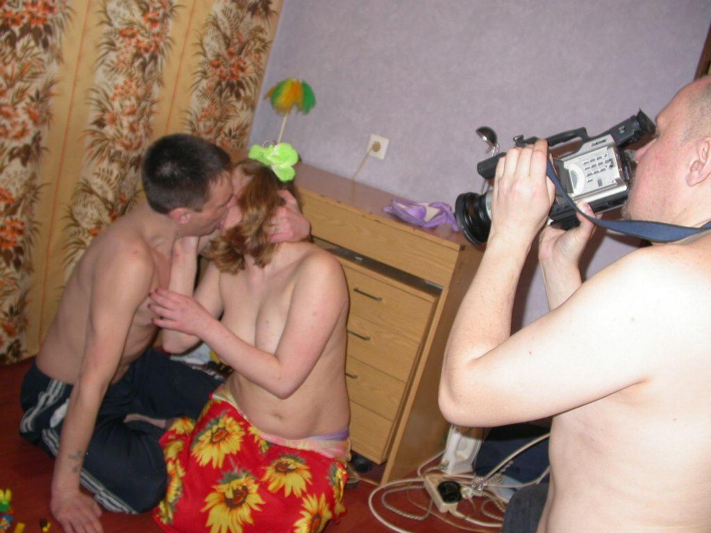 Скрытая камера сняла инцест с дочкой  Порно инцест онлайн