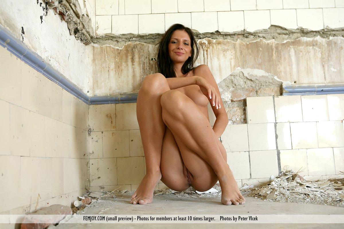 Сидящие голые женщины 10 фотография
