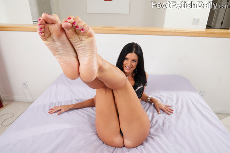 fucked pussy milf feet - Perfect bodied leggy brunette displays her feet and pussy at once then gets  boned