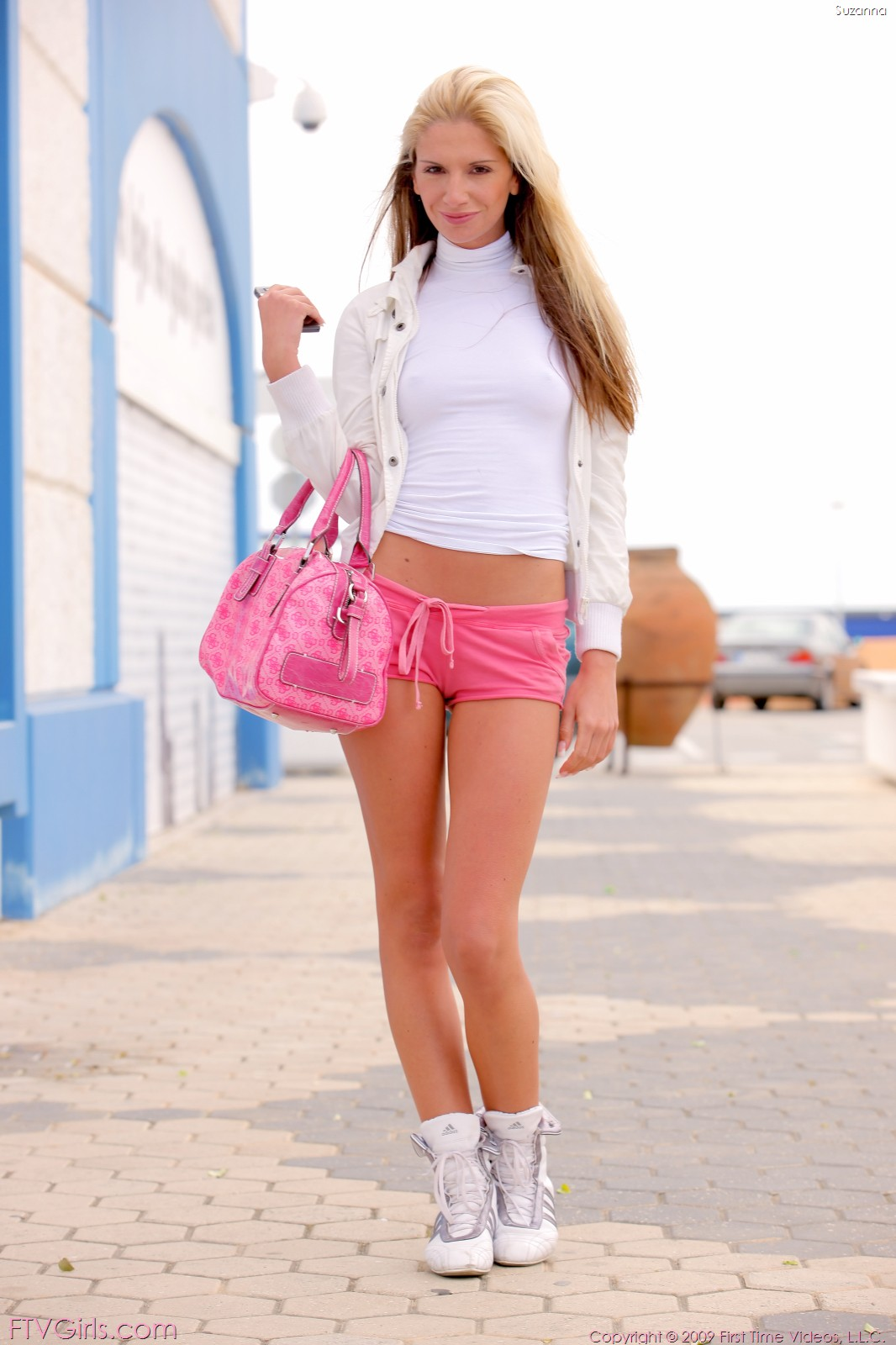 young-jean-shorts-pussy