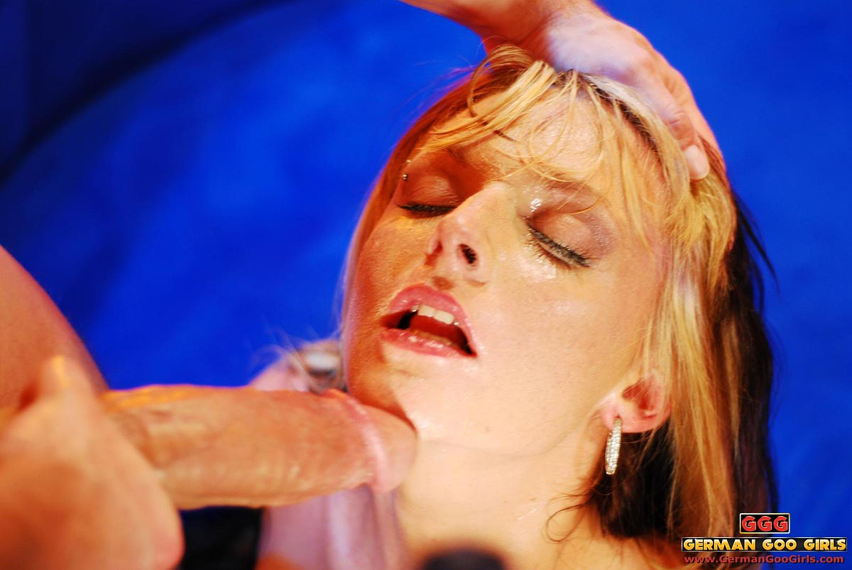 Girlfriend feeds her oral fixation and gets creampied 3