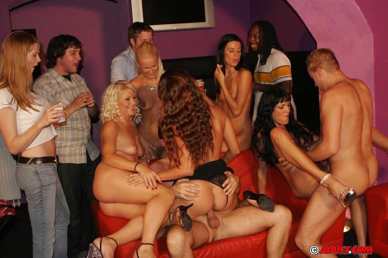 Проститутки в публичном доме фото