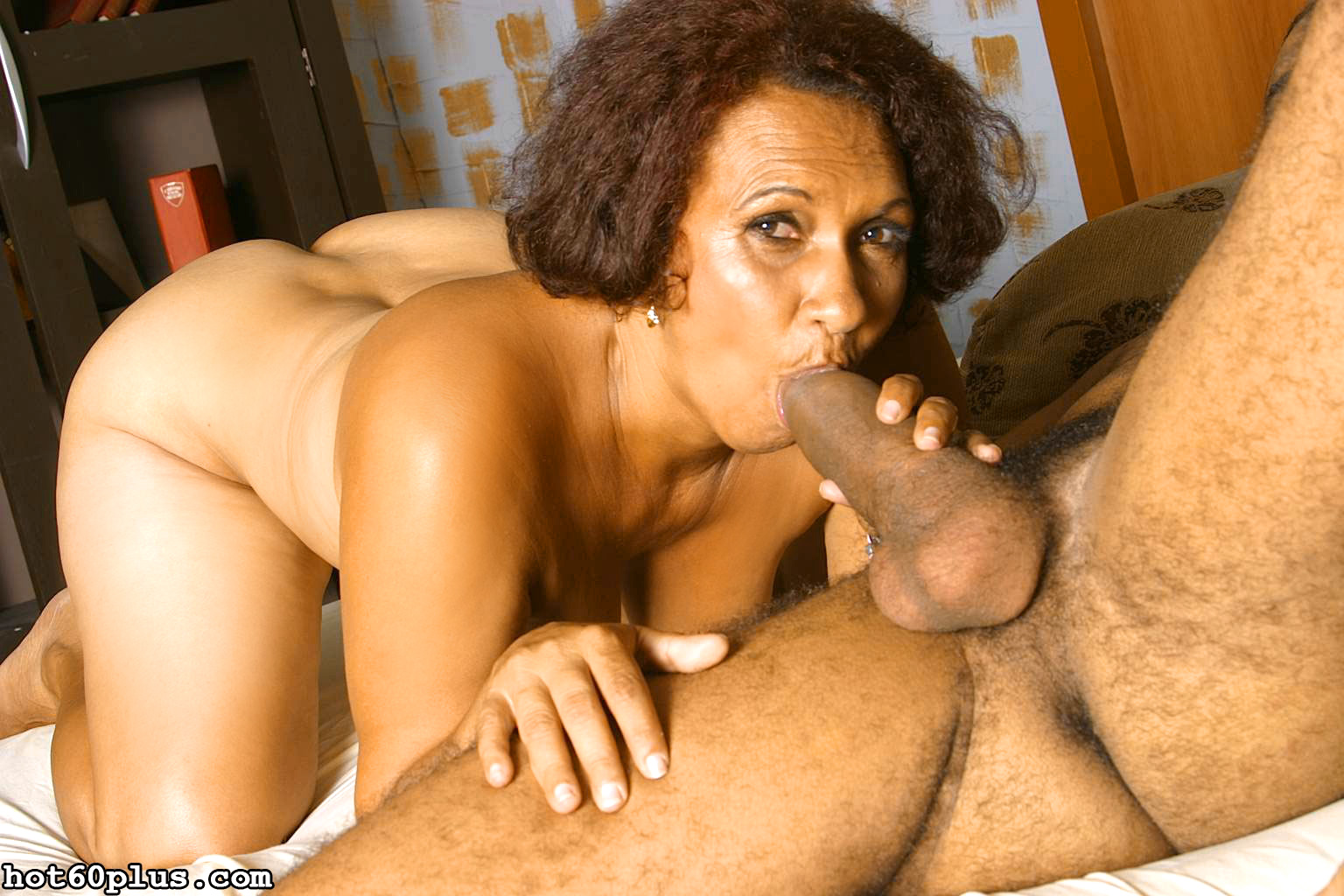 ethnic mature woman gives blowjob and gets her well experienced