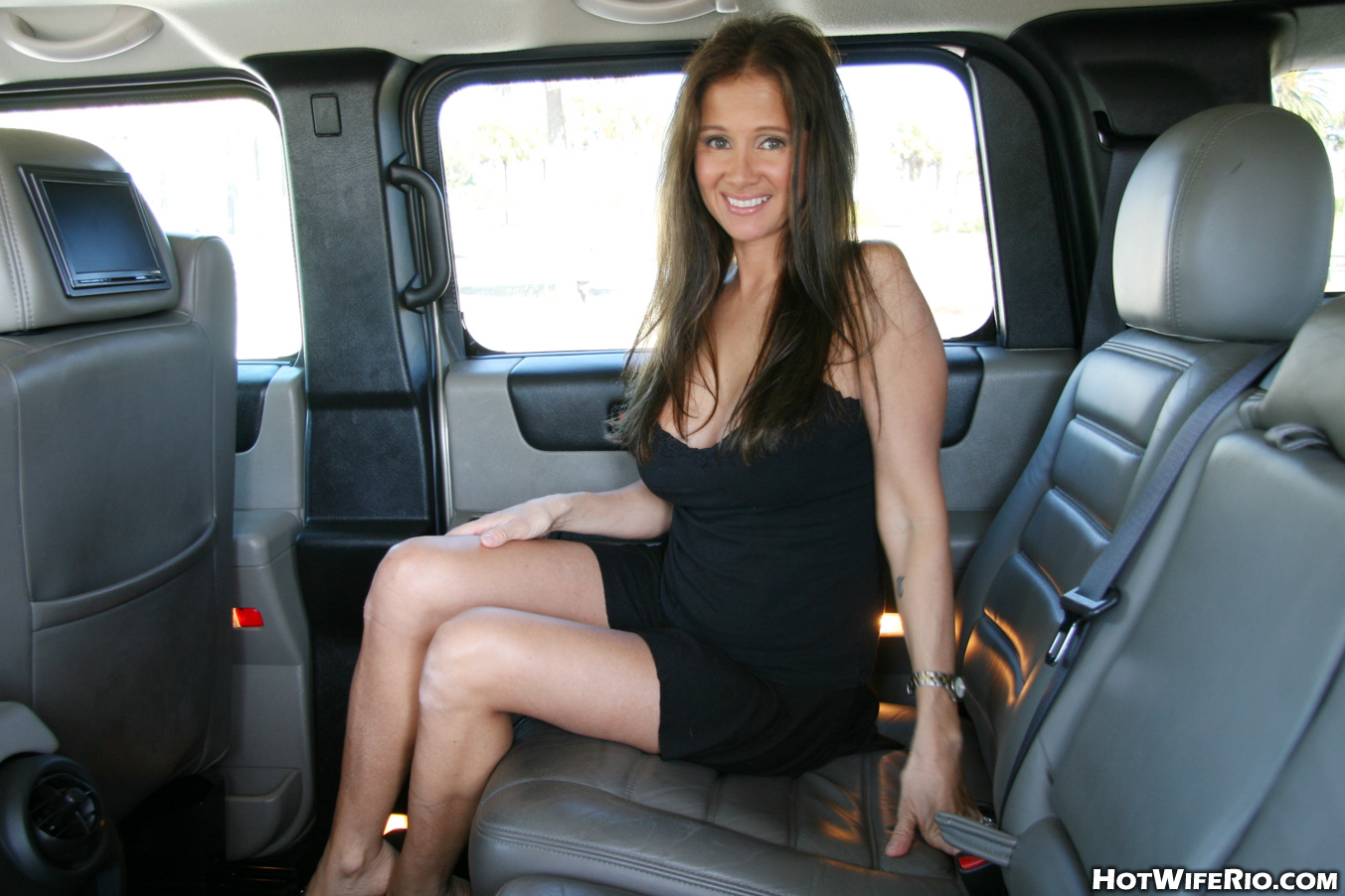 Wife shows off tits in public