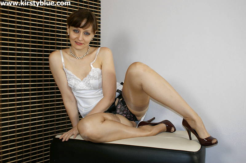 Kirsty Blue Nude 30