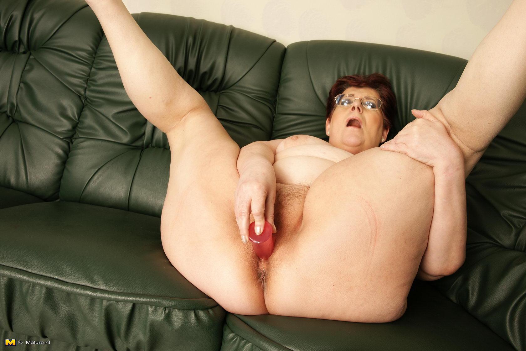 Nudist mature porn dildo