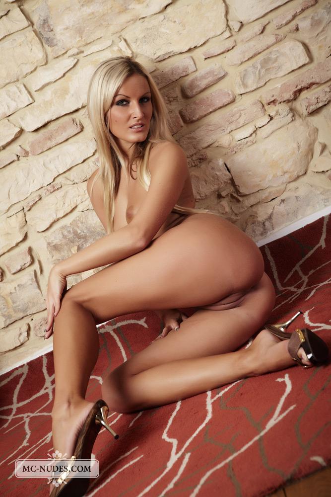 Xxx glamour model naked rai pundai
