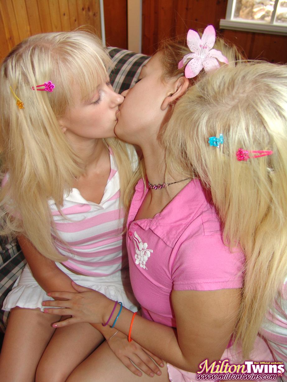 Twin sisters lick