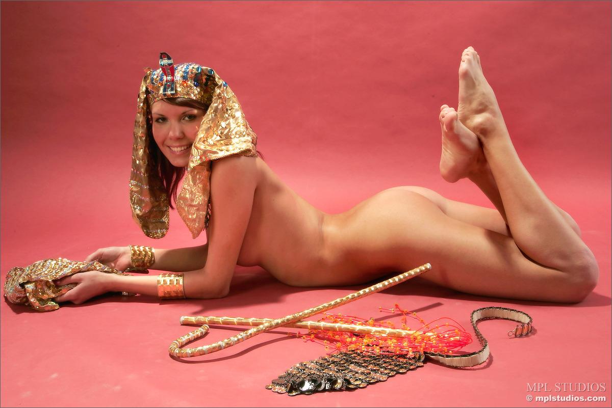 Фото голая клеопатра 8 фотография