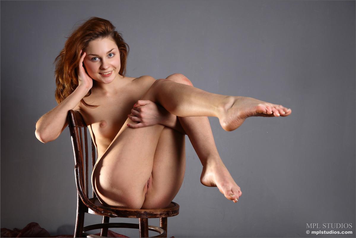 Nude poser models
