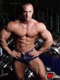 bodybuilder-proudly-displays-his-shocking-muscles-and-adorable-firm-ass