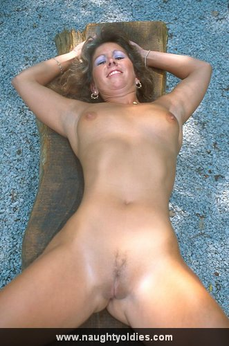 Free naked middle aged woman picture