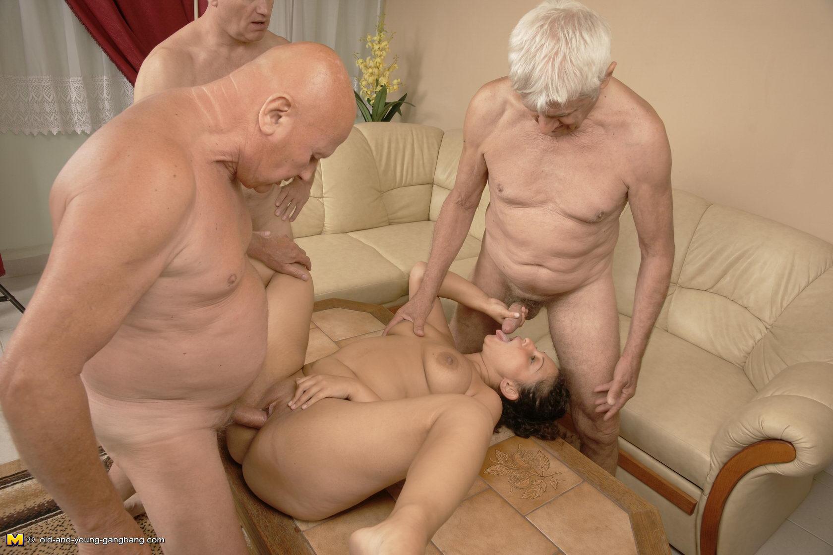 Секс втроем со стариками