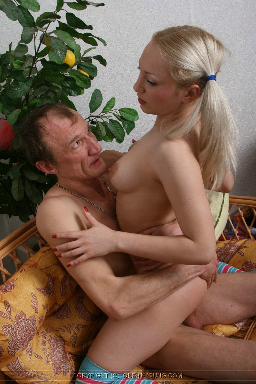 Руское отец трахнул дочь 18 фотография