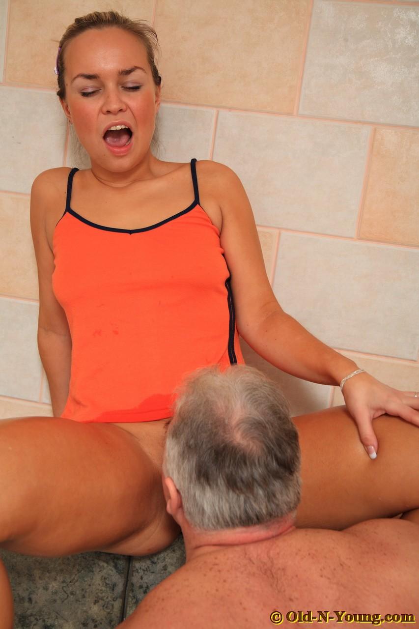 Old man porn on the bathroom 15