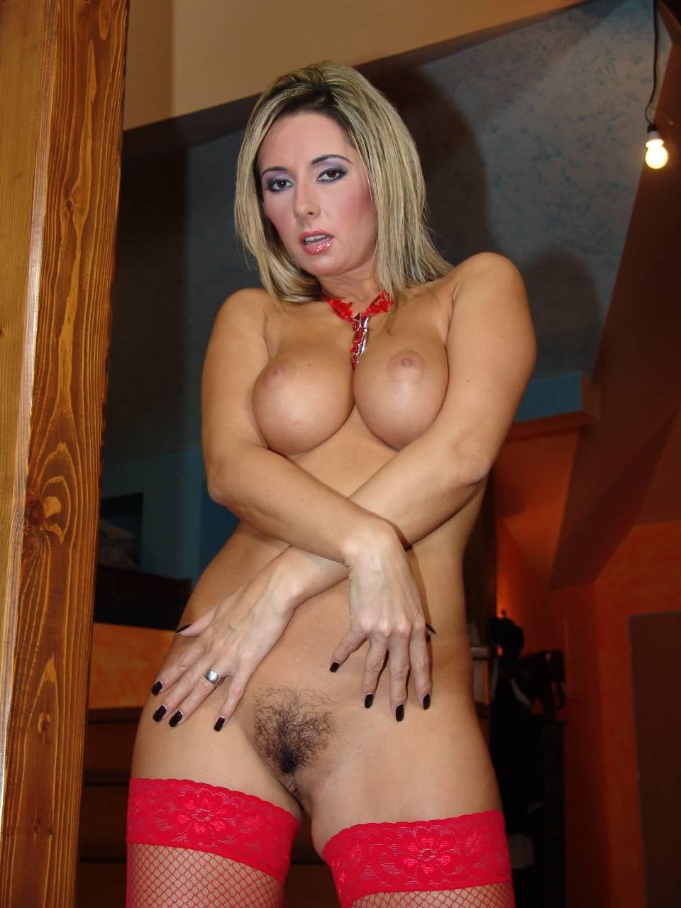 Hourglass figure nude mature women