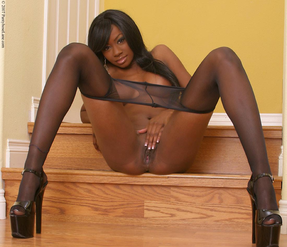 Ebony pussy in nylon