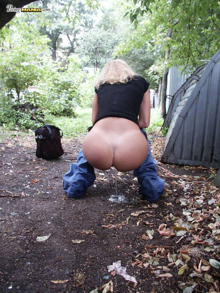 Outdoor Blonde Has No Idea That She Pulls Down Her Jeans And Pees In