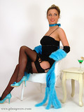 glamorous-pin-up-babe-dressed-in-black-and-blue-decides-to-show-her-tits