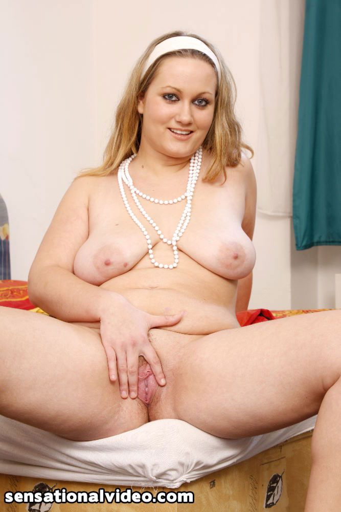 Juicy fat white pussy — photo 2