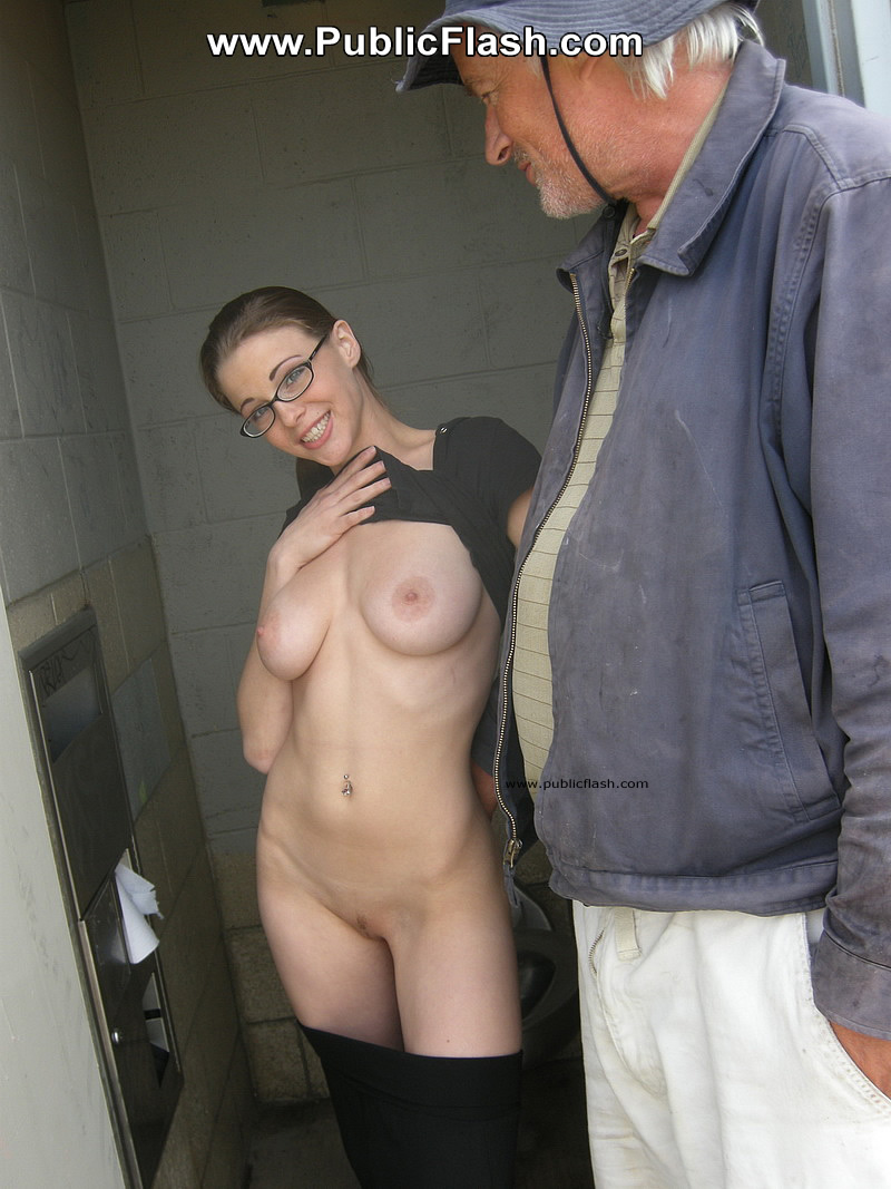 Wife shows her tits to guys