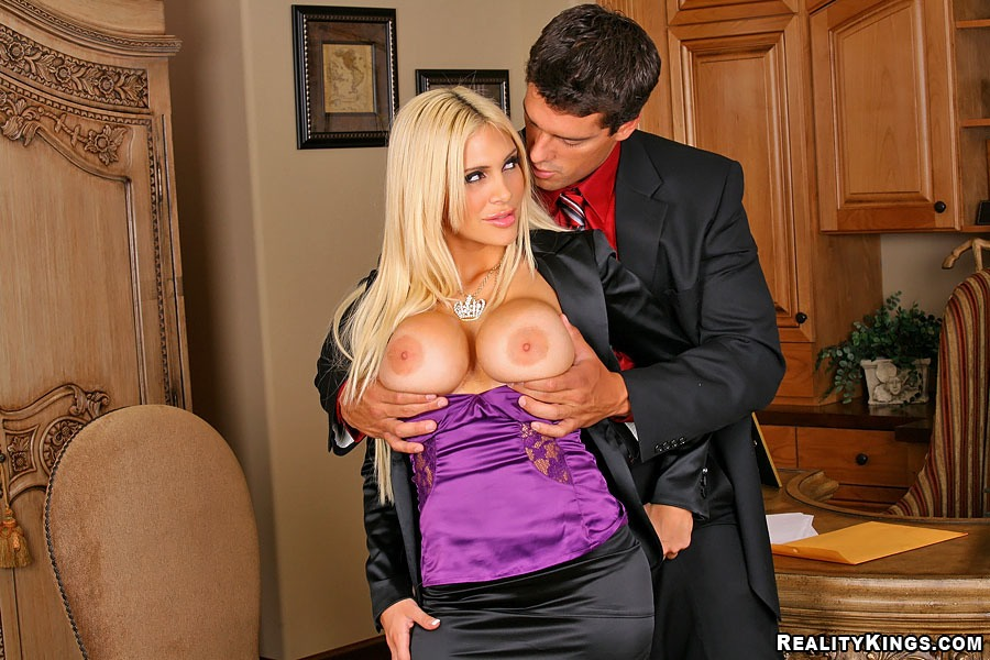 blonde-hardcore-reality-galleries