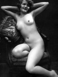 nude-natural-women-from-the-past-do-some-modeling-in-these-black-and-white-pics