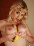 sexy-flirtatious-blonde-takes-off-her-big-size-bra-and-shows-her-sexy-giant-tits