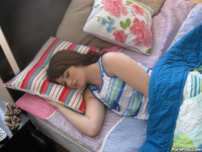 стояли поиметь пока она спит видео едете другой город