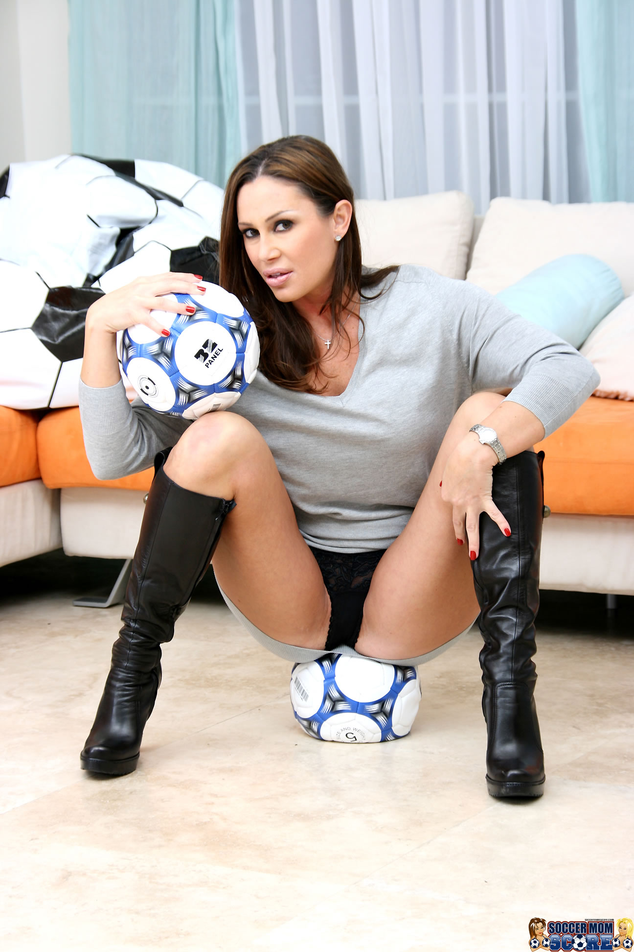 Sexy milf fucks in thigh high boots
