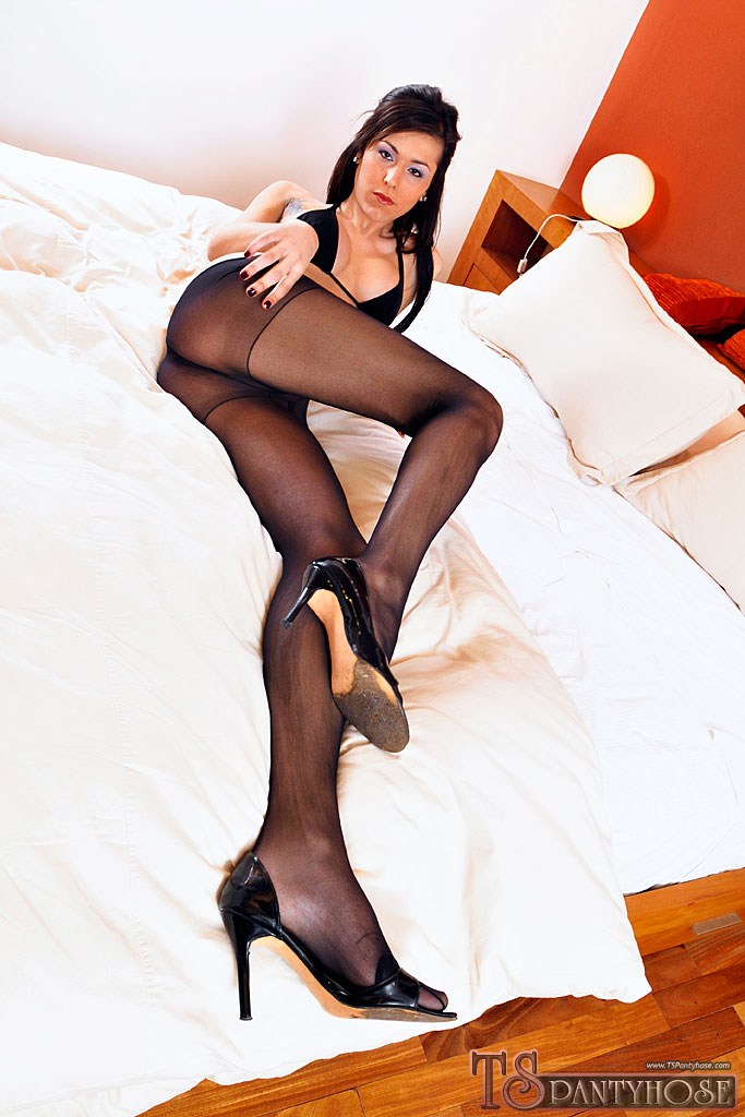Pretty trannies in pantyhose