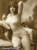 natural-pleasingly-plump-models-from-the-past-pose-naked-and-show-off-their-curves